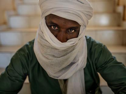 Djibril Houceini, yihadista acogido a un programa de reinserción del Gobierno nigerino, durante la entrevista en Niamey con El País.