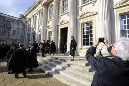 Acto de graduación en la Universidad británica de Cambridge.