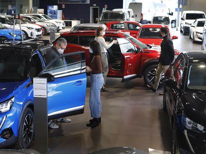 Concesionario de coches de la marca Peugeot en Terrassa (Barcelona).