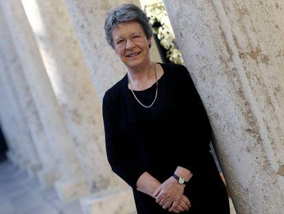 La astrofísica Jocelyn Bell, en el claustro de la Universitat de València, donde fue investida 'honoris causa'.