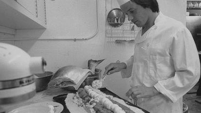 Imagen del chef Wolfgang Puck en su juventud, de su documental de Disney+.
