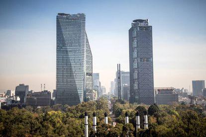 Vista general de la avenida Paseo de la Reforma, distrito económico y financiero de Ciudad de México.