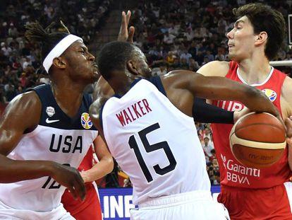 Walker trata de arrebatarle el balón a Osman.