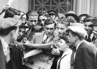 24 de octubre de 1929. Wall Street colapsó en el llamado Jueves Negro. Hasta los más jóvenes compraron prensa ese día.
