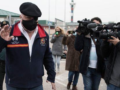El comisario Villarejo, a su salida de la cárcel de Estremera.