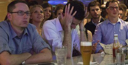 Barra de un bar de Washington durante el debate.