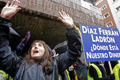 Protesta de trabajadores de Air Comet contra el presidente de la CEOE, el pasado enero.