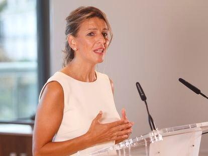 Yolanda Díaz, ministra de Trabajo, durante su intervención  en el encuentro organizado por Exceltur y el Govern balear este jueves en Palma.