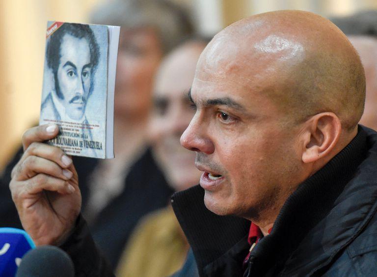 El general venezolano retirado Clíver Alcalá, durante una conferencia de prensa en Caracas en 2016.