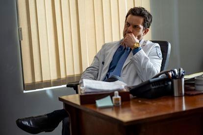 Joshua Jackson, en el cuarto episodio de 'Dr.  Muerte '.