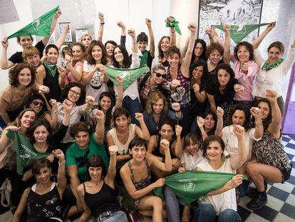 Actrices reunidas en la cooperativa lavaca para reclamar la despenalización del aborto.