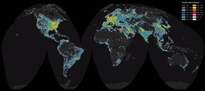 El mapa muestra el grado de contaminación lúminca desde el cielo prístino (en negro) hasta los más iluminados, en blanco.