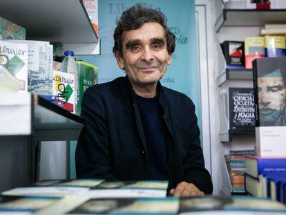 Adolfo DomÍnguez en la Feria del Libro de Madrid el pasado mes de junio.