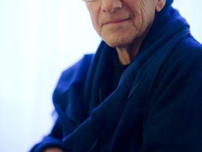 El periodista Jorge M. Reverte, en su casa de Madrid.