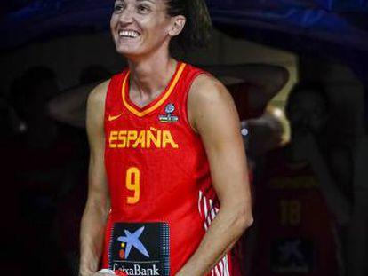 Laia Palau, capitana de la selección de baloncesto, antes de un partido del Mundial.
