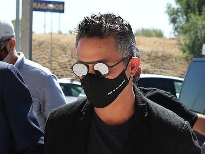 Alejandro Sanz, a su llegada a los juzgados de Pozuelo de Alarcón para ratificar el acuerdo de divorcio con Raquel Perera.