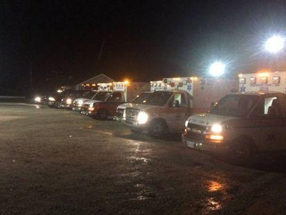 Ambulancias ante el correccional de Lee, esta noche.