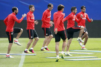 Los jugadores del Atlético, en el entrenamiento del martes.