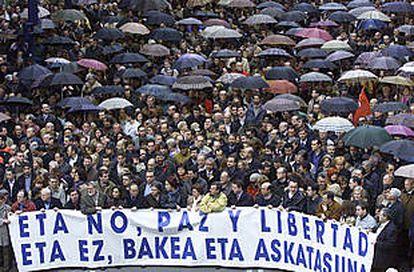 Cabeza de la manifestación en Portugalete (Vizcaya) contra el último intento de asesinato de ETA.