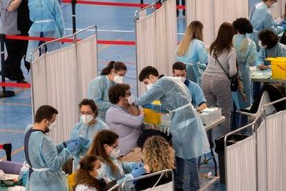 Vacunación con AstraZeneca en Sevilla.