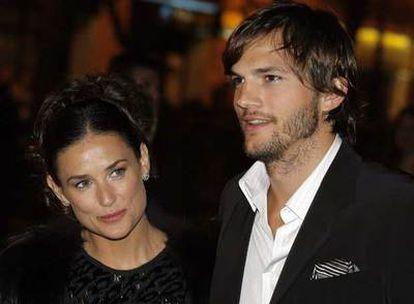 Demi Moore y su marido, Ashton Kutcher, a la llegada a la fiesta privada de la familia Prada.