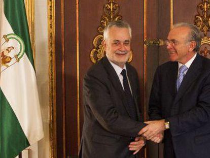 Griñán y Fainé se felicitan tras el acuerdo de esta mañana.