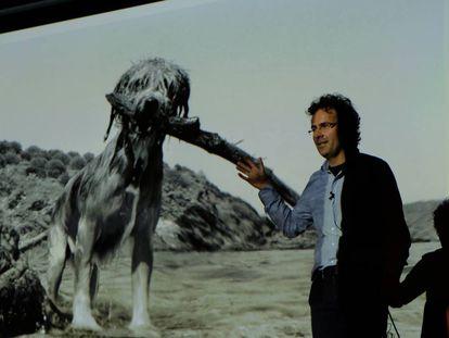 El fotógrafo Txema Salvans, durante su exposición en Formentera Fotográfica.