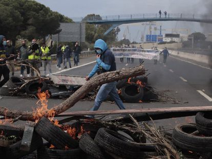Manifestantes de Airbus de la bahía de Cádiz, en abril.