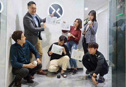 Integrantes de Xandar Kardian, la 'startup' surcoreana que ha desarrollado esta tecnología.