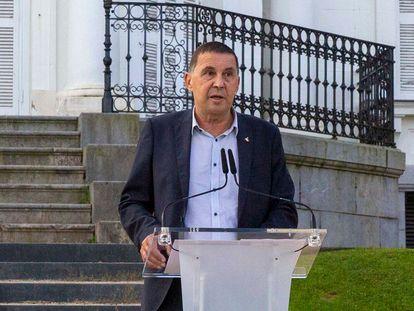 El coordinador general de EH Bildu, Arnaldo Otegi, en el décimo aniversario de la Declaración de Aiete, en San Sebastián.