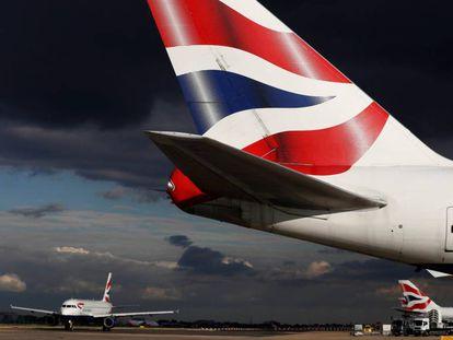 Un avión de British Airways, en el aeropuerto de Heathrow.