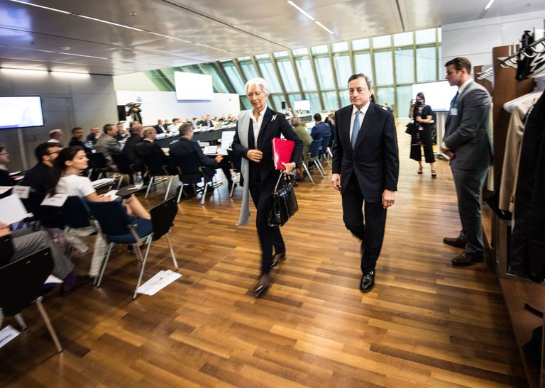 Christine Lagarde, presidenta del BCE junto al expresidente del organismo, Mario Draghi, el pasado viernes.