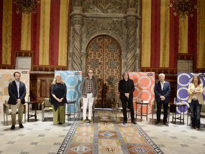 Óscar Ramirez (PP), Gemma Sendra (ERC), Joan Subirats (BComú), Xavier Marcé (PSC), Ferran Mascarell (JuntxCat) y Eva Parera (Barcelona Pel Canvi), tras la presentación del Pacto por la Cultura en Barcelona.