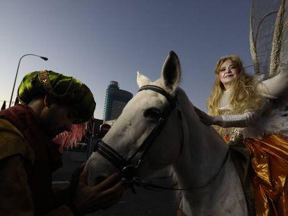 Participantes en la cabalgata de Reyes Magos de la ciudad de Madrid.