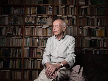 El filósofo Emilio Lledó en su casa de Madrid este mismo 2018.