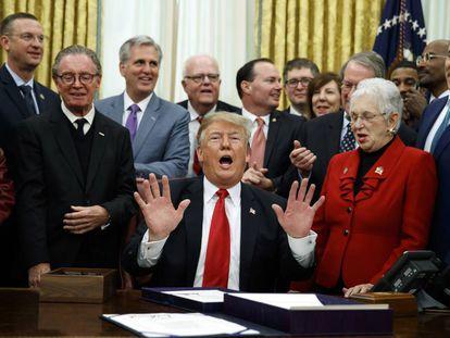 Donald Trump, este viernes en la firma de la ley de reforma de prisiones aprobada en el Congreso esta semana.
