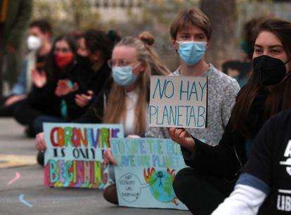 """EP5TZHTSRHPTOHZPXZBPCZAFDE - Los jóvenes activistas del clima piden a los gobiernos que dejen de hacer """"promesas vacías"""""""