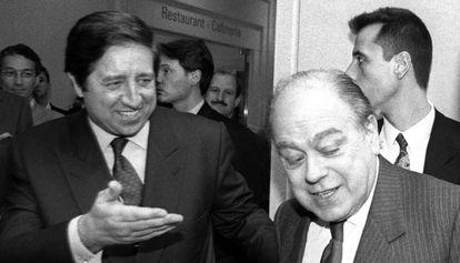 Javier de la Rosa (izquierda) y Jordi Pujol, durante la inauguración de la clínica Tecnon de Barcelona en 1994.