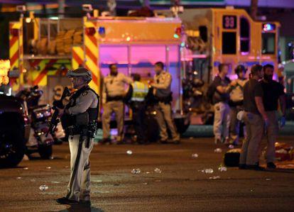 Policías en el lugar del tiroteo en Las Vegas
