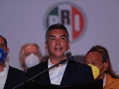 El presidente del PRI, Alejandro Moreno, durante una conferencia de prensa.