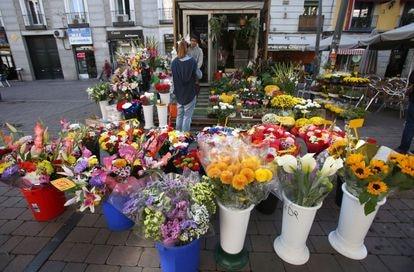 Puesto de flores en la plaza Tirso de Molina de Madrid.