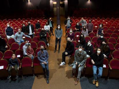 El equipo del teatro Pavón Kamikaze posa antes de la última función.