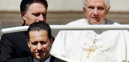 Paolo Gabriele junto al Papa en junio de 2010.