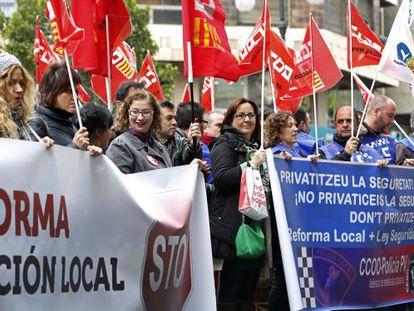 Protesta de los sindicatos frente a la Delegación del Gobierno en Valencia.