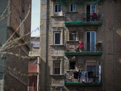 Balcones en Barcelona el 20 de marzo de 2020, durante la primera semana del estado de alarma.