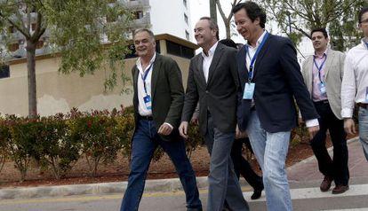Esteban González Pons, Alberto Fabra y Carlos Floriano, ayer en Peñíscola.