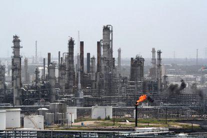 La refinería Shell Oil Deer Park se prepara para la llegada del huracán Rita el 23 de septiembre de 2005 en Deer Park, Texas. Fotógrafo: F. Carter Smith / Bloomberg News.