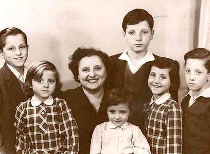 La familia Martínez Reverte. De izquierda a derecha: José, Isabel, Josefina, María José, Javier, Cristina y Jorge.