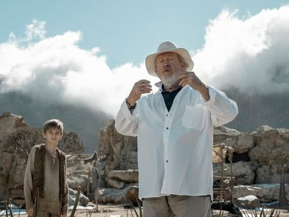 Ridley Scott, en un instante del rodaje del capítulo piloto de 'Raised by Wolves'