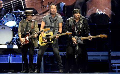 Nils Logfren, Bruce Springsteen y Steven Van Zandt en el concierto de Madrid.